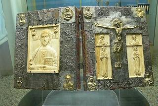 http://webworksguestbook.co.uk/client/jamesflavell/upload/320px-Udine_Museo_Diocesano_-_Evangeliar_1.jpg